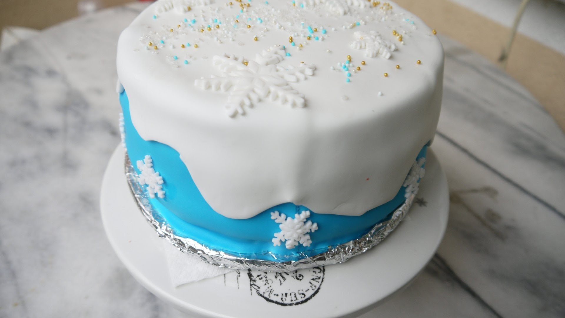 diy torte dekorieren mit fondant selber machen frozen cake elsa torte. Black Bedroom Furniture Sets. Home Design Ideas
