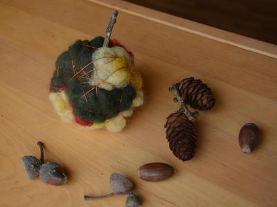 Herbstdeko einfach: Apfel aus Wolle DIY
