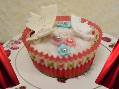 DIY Rezept Cupcakes mit Schmetterlingen Torte dekorieren mit Fondant