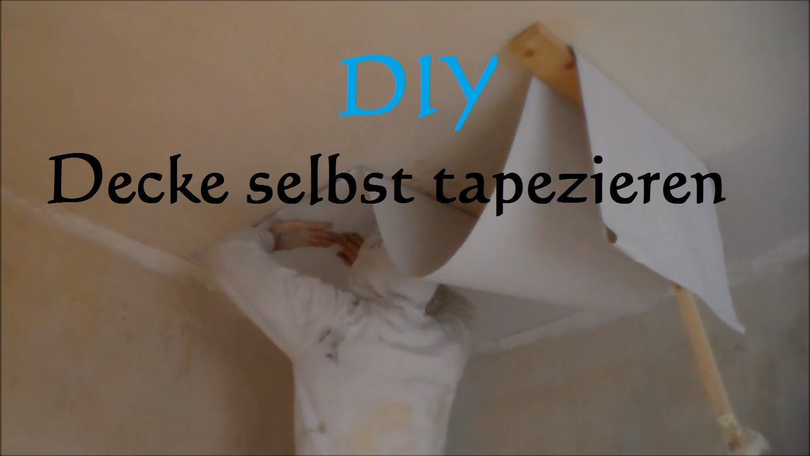 diy decke tapezieren ohne hilfe so tapeziert man eine decke anleitung decke alleine tapezieren. Black Bedroom Furniture Sets. Home Design Ideas