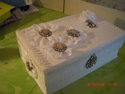 DIY - Box mit Baumwollspitze und Stoffblüten im Vintage Style