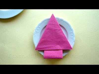 Servietten falten: Weihnachten - Tannenbaum Weihnachtsdeko basteln mit Kindern