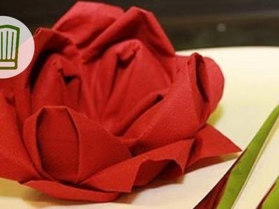 Servietten falten - Die Rose - Tischdeko zum Valentinstag - Video-Faltanleitung #chefkoch