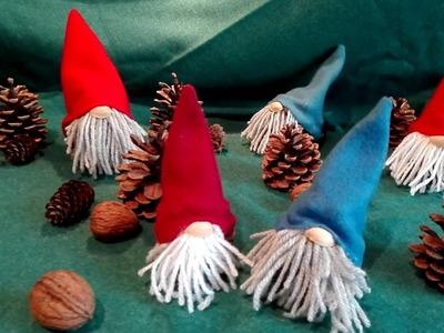 Wichtel basteln aus Tannenzapfen, Fleecedecke, Wolle und Pistazienschalen DIY
