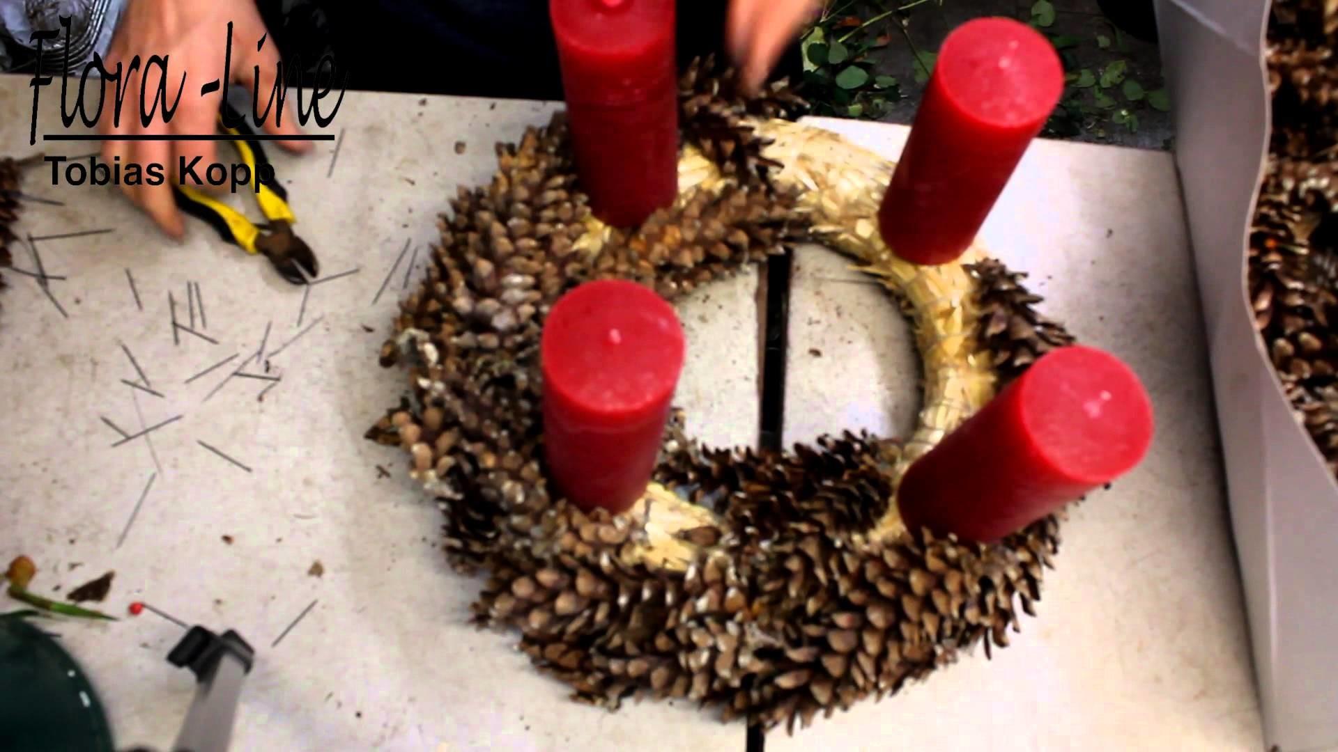 Adventskranz aus Tannenzapfen selber machen
