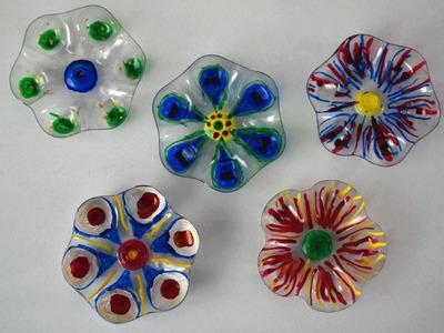 Bunte Blumen aus Plastikflaschen basteln