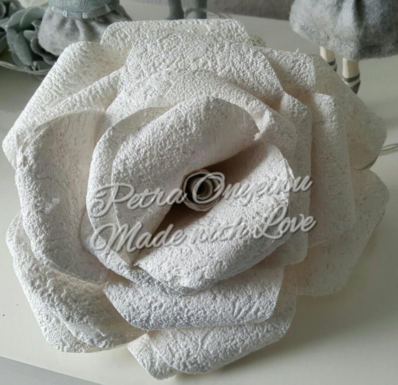 xxl rose aus tapete basteln. Black Bedroom Furniture Sets. Home Design Ideas