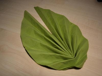 Servietten falten einfach: Blütenblatt