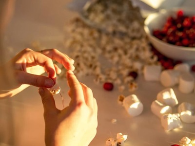 DIY Cranberry-Popcorn Christmas Garland