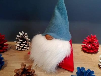 Wichtel, Weihnachtsmann, Nikolaus basteln aus Stoff, Fleecedecke, Kunstfell und Walnuss