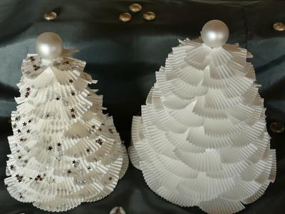 Tannenbaum basteln aus Muffinförmchen – Weihnachtsbasteln