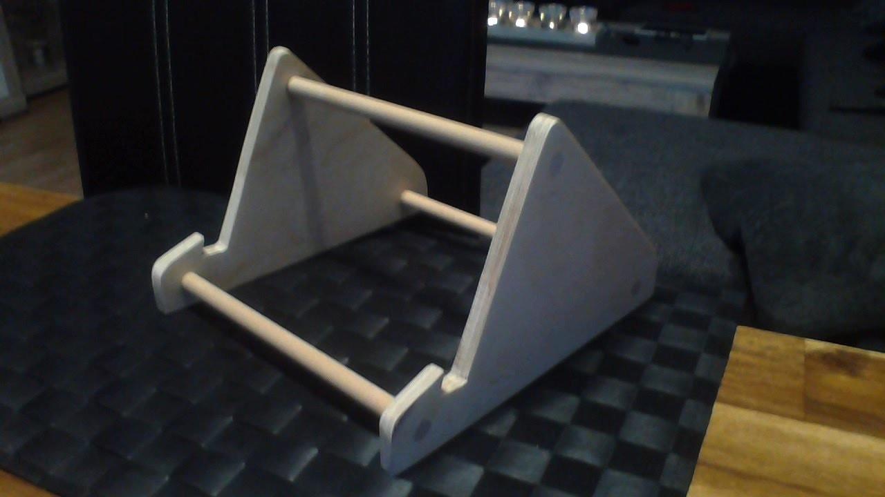 tablet st nder selber bauen diy tablet holder. Black Bedroom Furniture Sets. Home Design Ideas