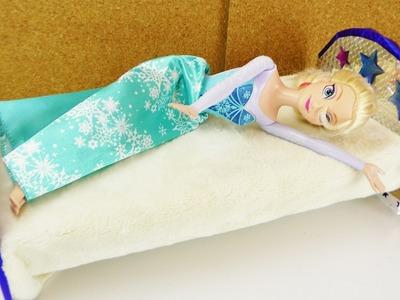 Frozen Eiskönigin bekommt ein neues BETT | Barbie Bett selber machen | DIY Puppenmöbel für Kinder