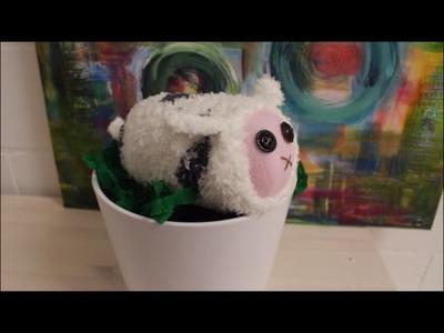 DIY: Baby Schaf aus Socke basteln - Basteln für Kinder. Ostern. Osterdeko selber machen