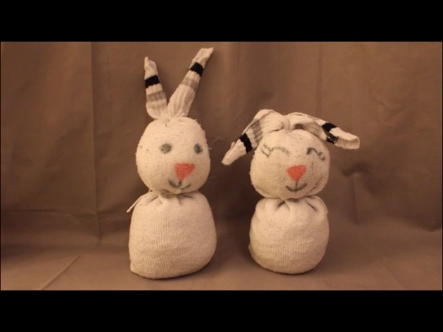 diy osterhase socken basteln ohne n hen ostern fr hling. Black Bedroom Furniture Sets. Home Design Ideas