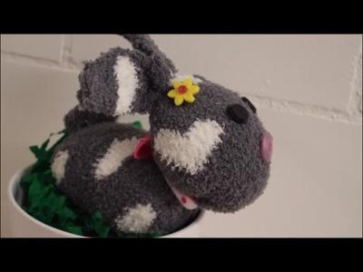 DIY: Osterhase aus Socken liegend. ohne nähen. Basteln zu Ostern